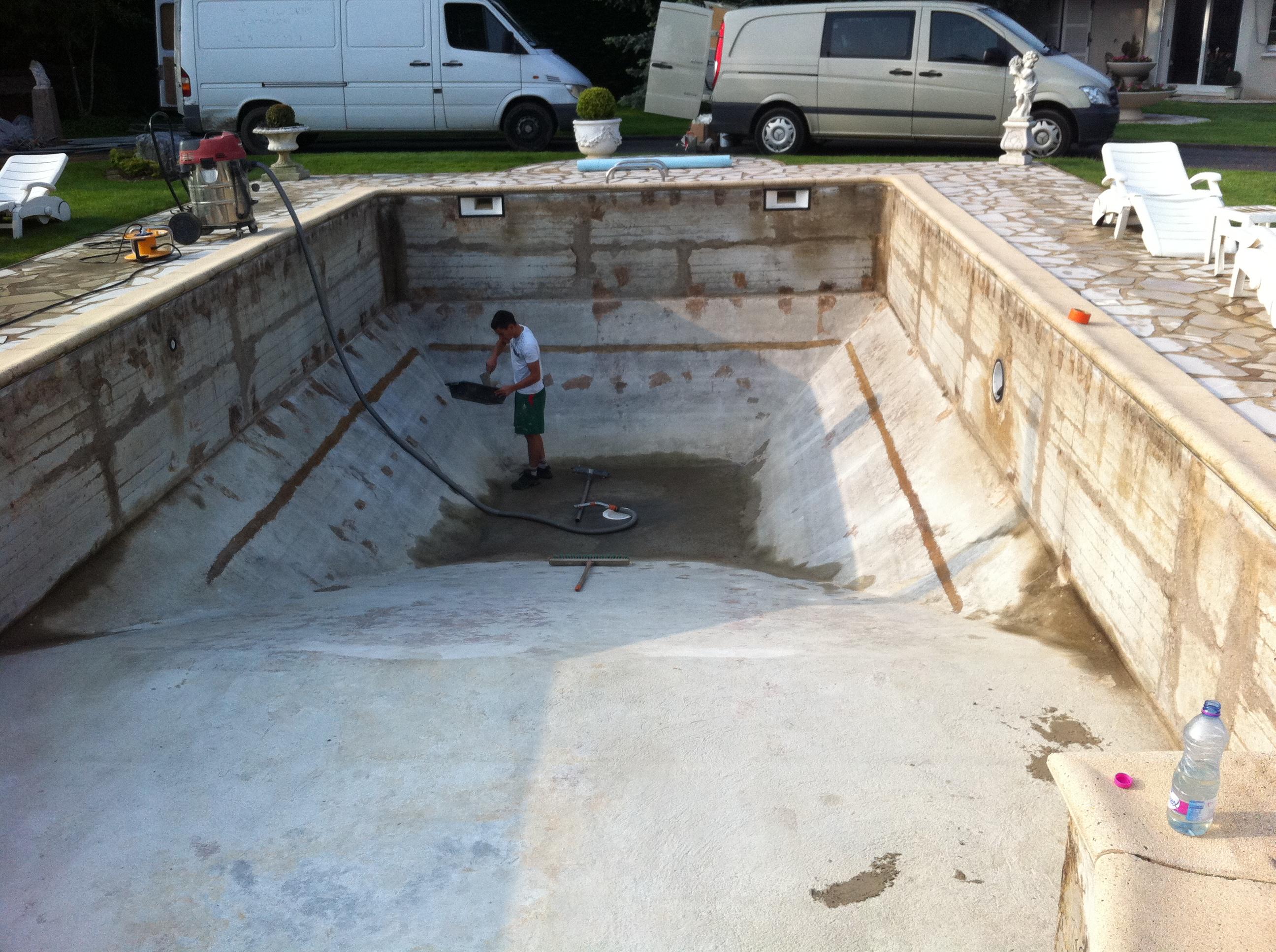 Rénovation d'un bassin, reprise de la maçonnerie avant pose du revêtement